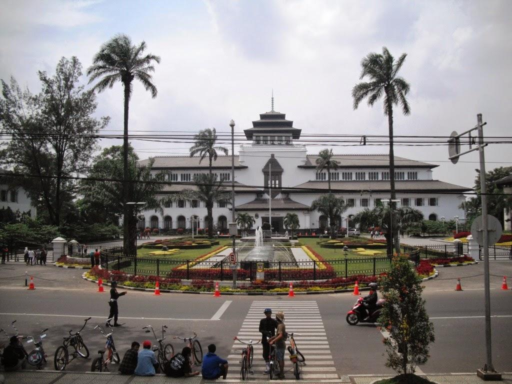 Gedung Sate Wisata Bersejarah dan Edukasi di Bandung ...