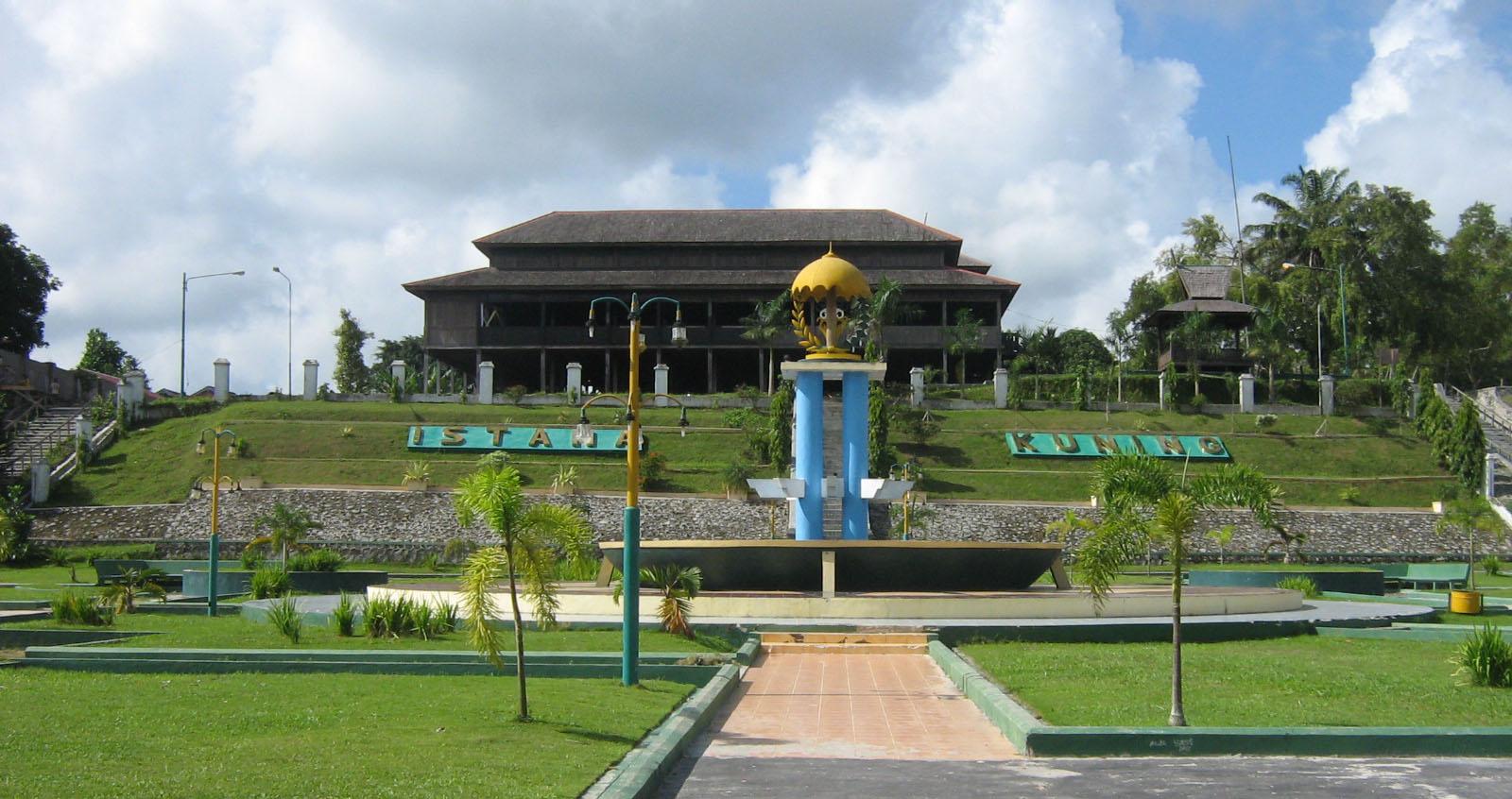 Istana Kuning Wisata Sejarah yang Indah di Kalimantan Tengah