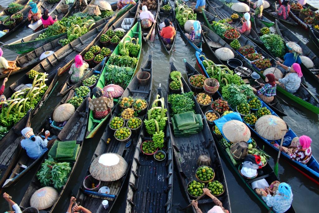 Pasar Terapung Pasar Tradisional yang Unik di Kalimantan Selatan ...
