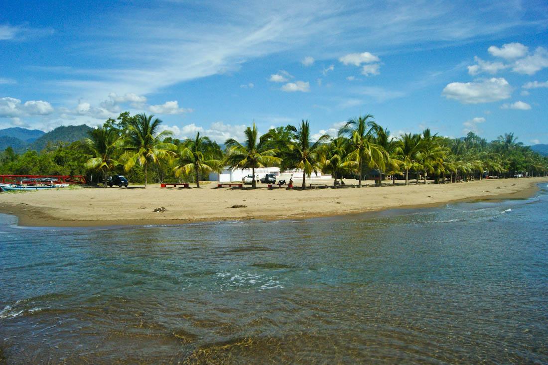 pantai lakban yang mengagumkan di sulawesi utara sulawesi utara