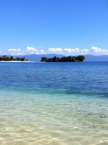 Pantai Luari Maluku Utara