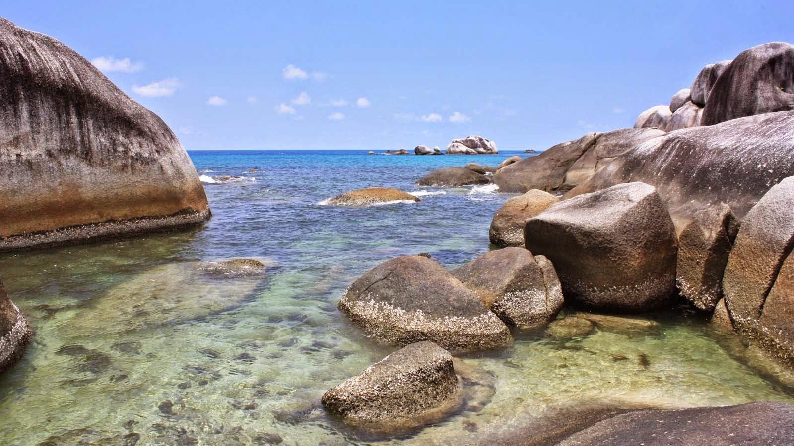 Pantai Tanjung Tinggi Indahnya Bebatuan Granit Khas Pantai Di