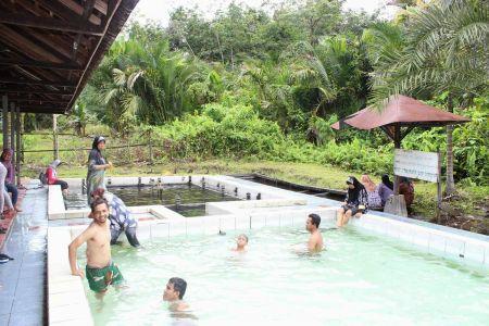 Air Panas Hantakan Tempat Liburan Keluarga di Kalimantan Selatan
