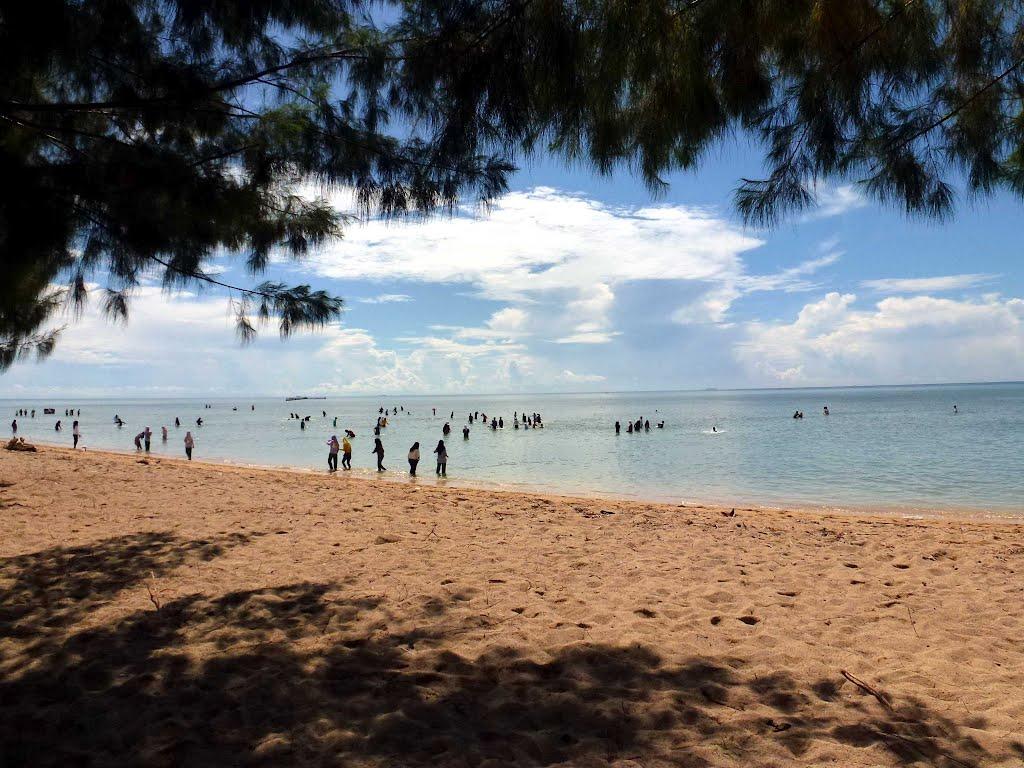 pantai toronipa sulawesi tenggara serunya bermain air di
