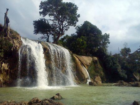 Air Terjun Toroan Madura Jawa Timur yang Bermuara di Laut