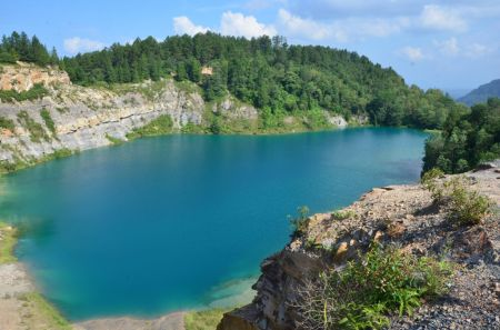 Danau Tomosu Sumatera Barat