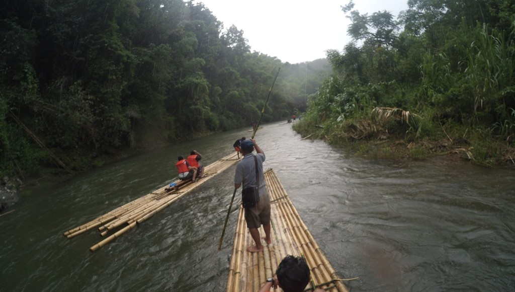 Bamboo Rafting Sungai Amandit Kalimantan Selatan