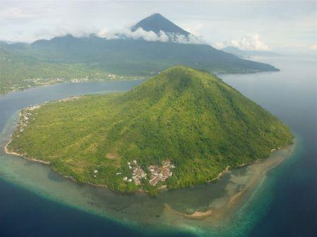 Pulau Maitara Alam yang Indah di Maluku Utara