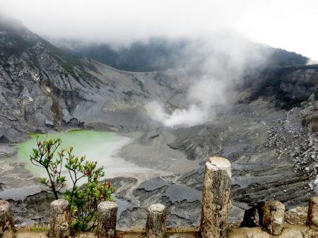 Gunung Tangkuban Perahu Wisata Indah yang Melegenda di Jawa Barat