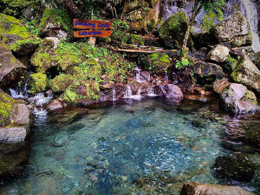 Talaga Cikahuripan Tempat Paling Pas Untuk Berwisata Alam di ...