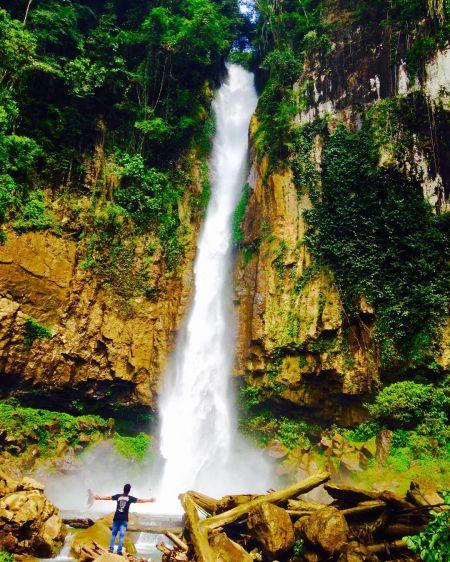 Air Terjun Saringgana Sumatera Utara