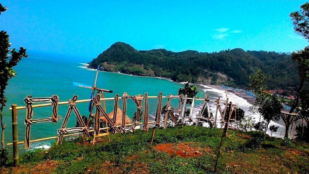 Pantai Watu Bale Wisata Sempurna Pecinta Selfie Di Jawa