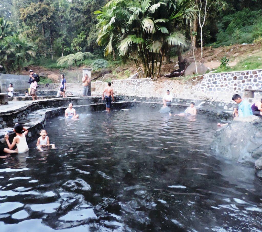 Pemandian Air Panas Cangar Kolam Panas Alami di Jawa Timur - Jawa