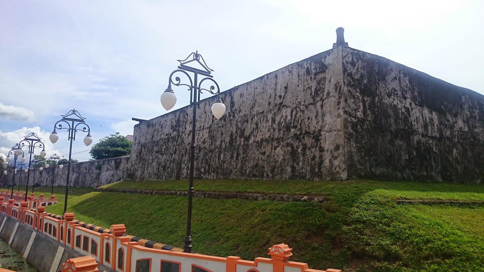 Benteng Oranje Bangunan Peninggalan Belanda Di Maluku Utara Maluku Utara