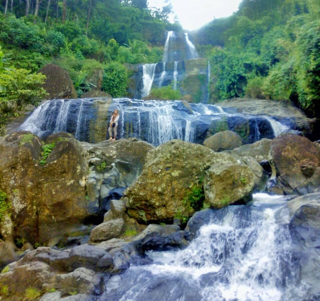 Air Terjun Songgolangit Tempat Wisata Alam yang Asri di Trenggalek ...