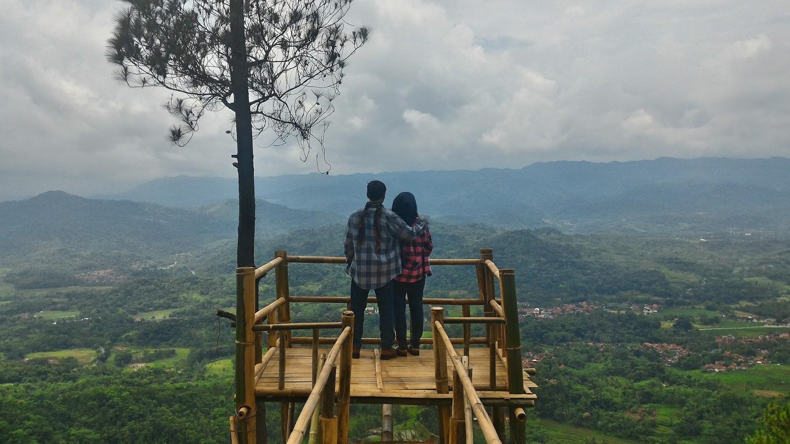 Bukit Panembongan Menawarkan Pemandangan yang Indah di Kuningan
