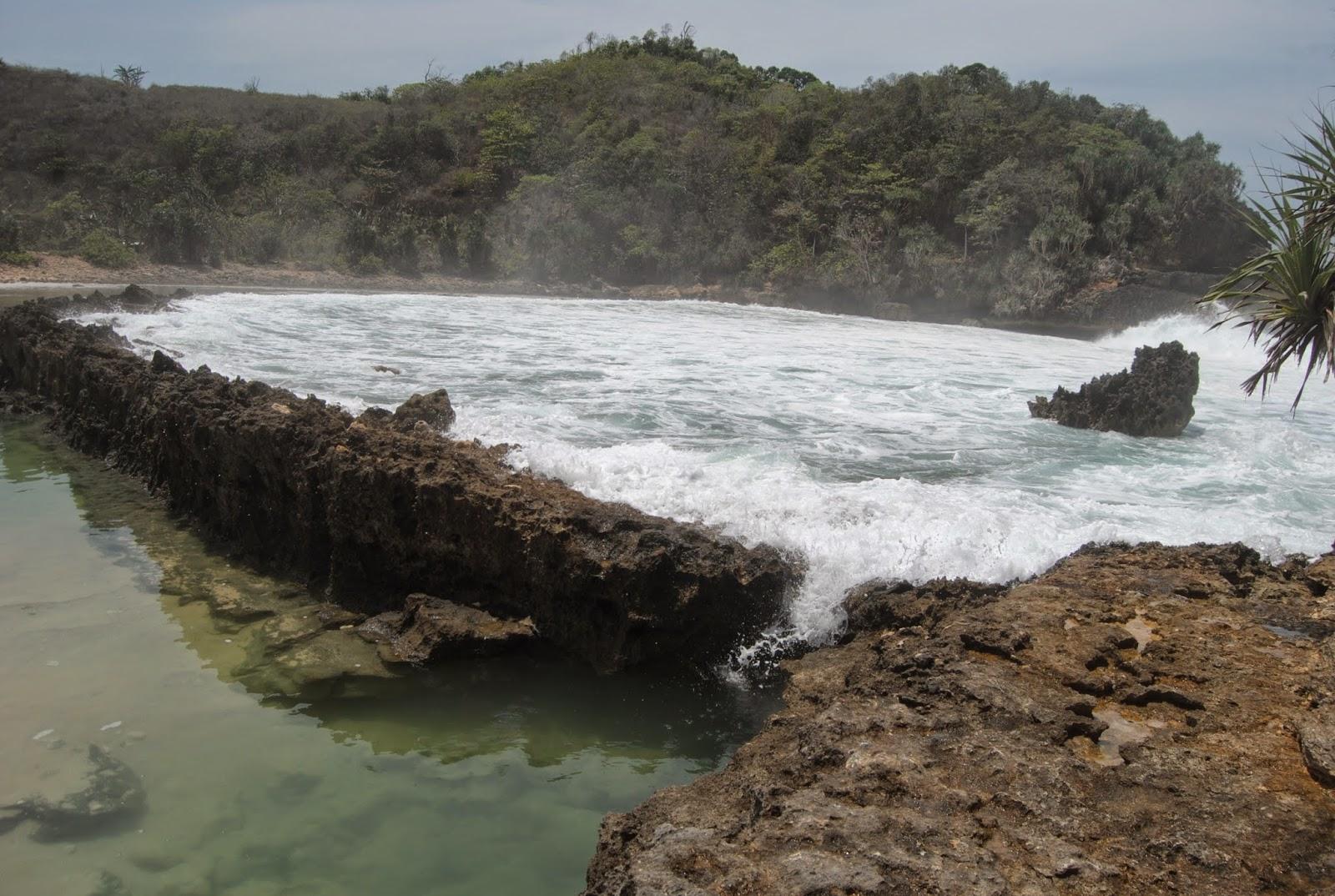 Eksotisnya Pantai Batu Bengkung Di Malang Selatan Jawa Timur