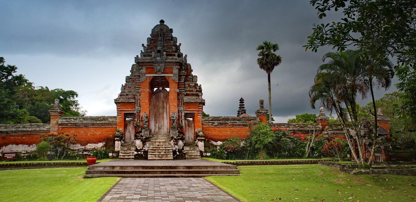 Pura Taman Ayun Kompleks Pura Dengan Taman Yang Indah Bali