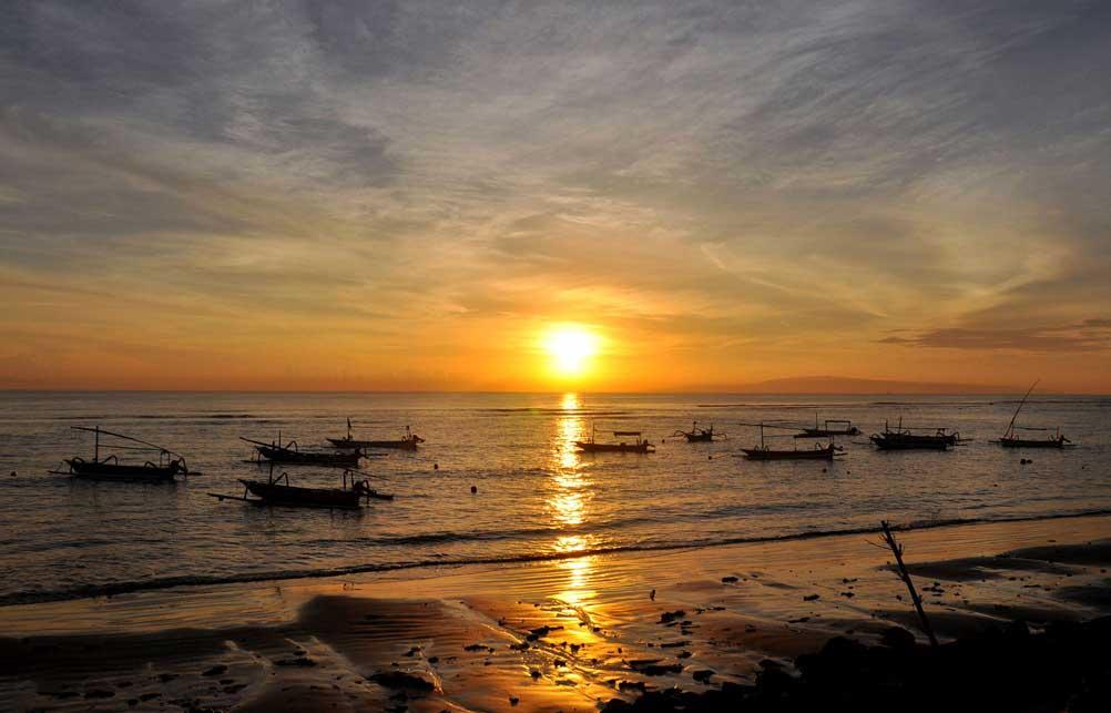 Pantai Sanur Dengan Sunrise Yang Indah Di Bali Bali