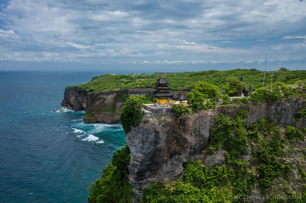 Pura Uluwatu Eksotisnya Pura Di Ujung Tebing Bali