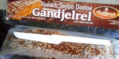 Roti Ganjel Rel Semarang