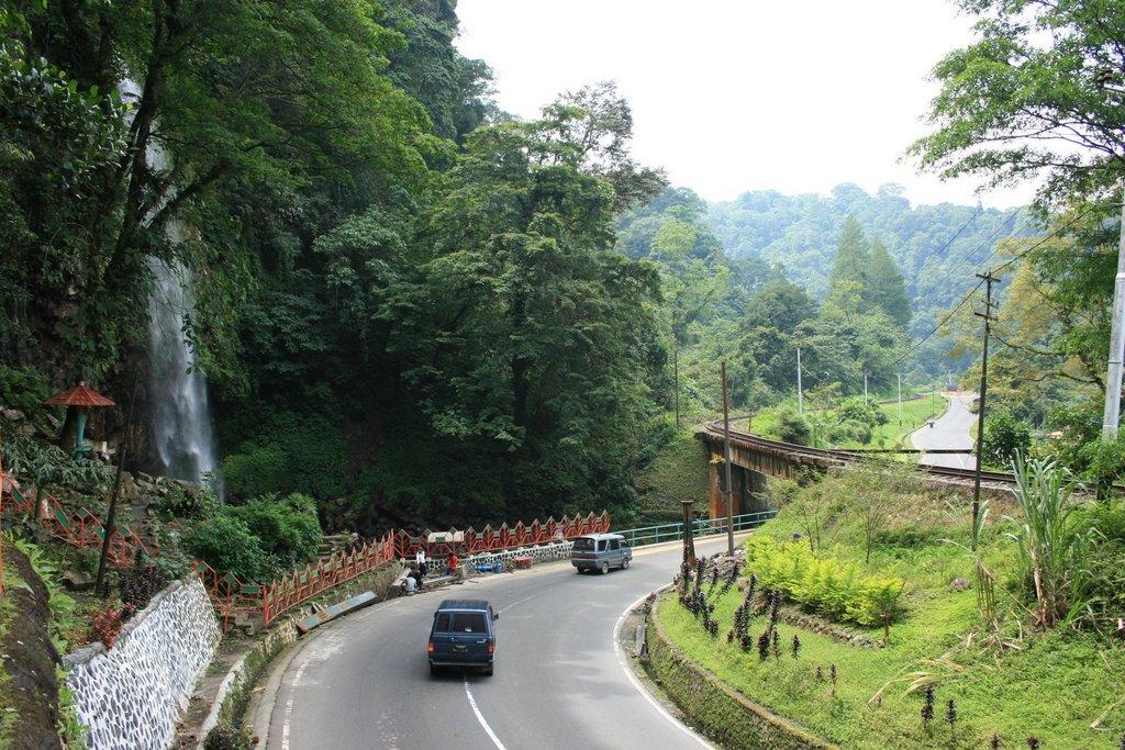 Hasil gambar untuk wisata air terjun lembah anai