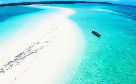 Pantai Ngurtafur Maluku